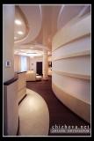 Интерьер гостиной вид из коридора