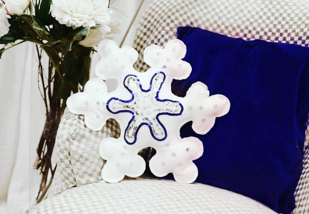 дизайнерская подушка - снежинка